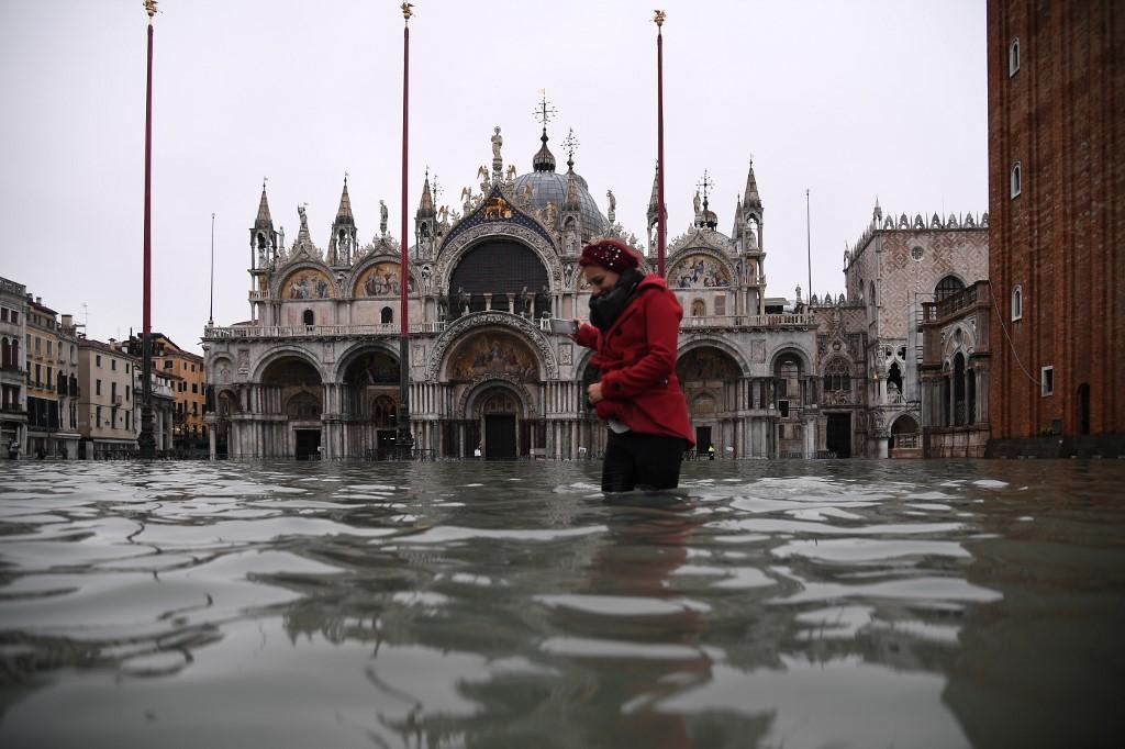 La inundación volvió a afectar a la basílica de San Marcos. (Foto: AFP)