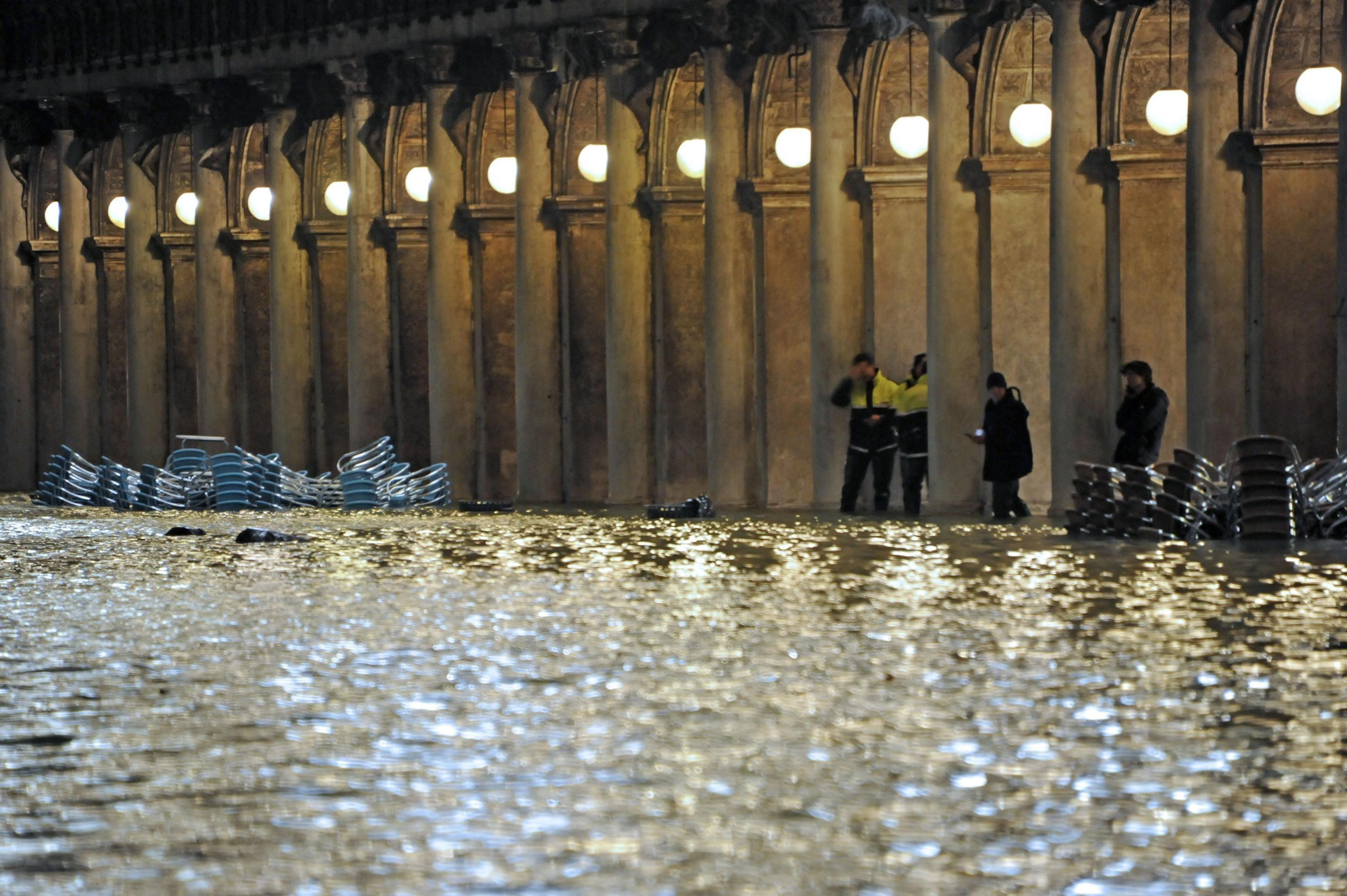 Las imágenes hablan del caudal de agua que entró a Venecia. (Foto: EFE)