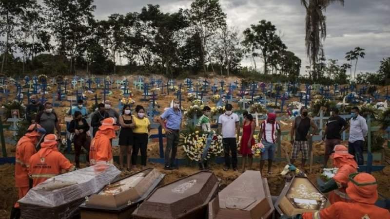 Es unánime la crítica al modo en que Brasil está gestionando la crisis sanitaria: el costo en vidas humanas es altísimo.